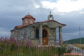 Řecko, kostelík pod horou Vitsi