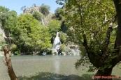 Řecko, vodopád u starého mostu nedaleko Konitsa (Γεφύρι Κόνιτσας)