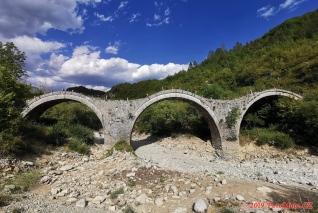 Řecko, starý most Plakida (Γεφύρι Τρίτοξο ή Καλογερικό η Πλακίδα)
