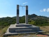 """""""netradiční památník"""" (cesta SH21 do Theth)"""